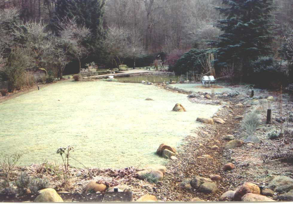 Bachlauf und Teich